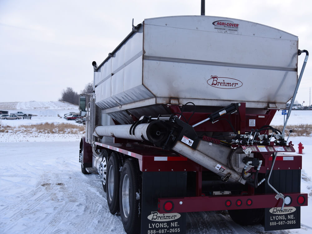 side discharge fertilizer tender