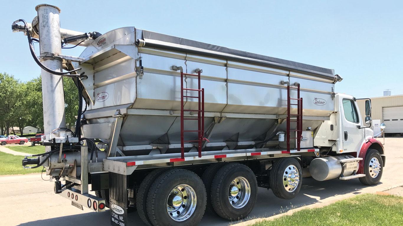 Brehmer stainless steel overhead discharge fertilizer tender